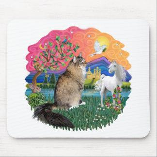 Fantasy Land (Fff) - Maine Coon 44 (tabby) Mouse Pad